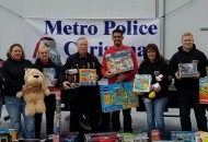 Titans quarterback Marcus Mariota (center) with Chief Anderson (L)  and Christmas Basket Program volunteers. - photo by MNPD